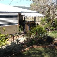 Staple House Bed and Breakfast, hotel in Woolooga