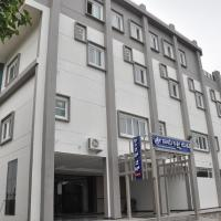 The SSLR Hotel, hotel in Hampi