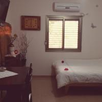 Zimmer Dora, hotel in Neve Zohar