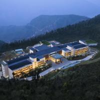 JW Marriott Mussoorie Walnut Grove Resort & Spa, hotel in Mussoorie