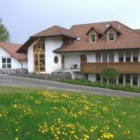 DZT-Schwarzwaldhotel garni, hotel in Unterkirnach