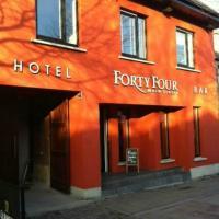 Forty Four Main Street, hôtel à Swords