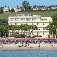 Hotel Cristallo, hotell i Giulianova