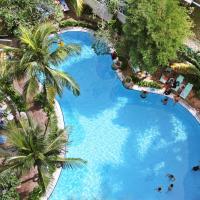 Rainbow Paradise Beach Resort, hotel in George Town