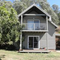 Captain Moonlight Cottage, hotel in Mount Beauty