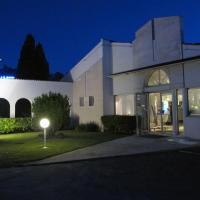 Kyriad Saintes, hotel in Saintes