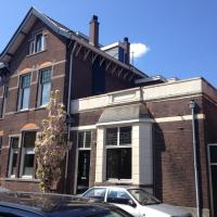 Bed and breakfast De Verkadekamer, hotel in Zaandam