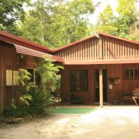 Tropical Bliss bed and breakfast, hotel in Mena Creek