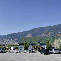 Guesthouse at Crowsnest Vineyards, hotel in Keremeos