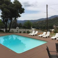 Mountain Trail Lodge and Vacation Rentals, Hotel in Oakhurst