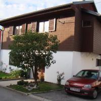 Apartments Maroflin, hotel in Crni Lug