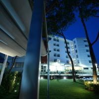 Giulivo Hotel & Village, hotell i Baia Domizia