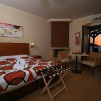 Faros Luxury Suites, отель в городе Маратополис