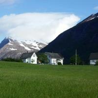 Dønhaug Gjestegard, hotel in Uskedalen