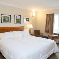 Twin Pine Inn & Suites, hotel em Hinton