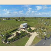 Highbank Country Accommodation, hotel in Coonawarra