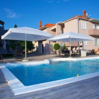 Banić Apartments with pool