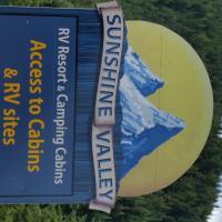 Sunshine Valley RV Resort and Cabins, hotel em Sunshine Valley