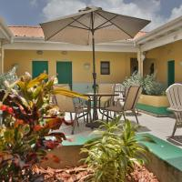 Carl's Unique Inn & Conference Facilities, hotel in Simpson Bay
