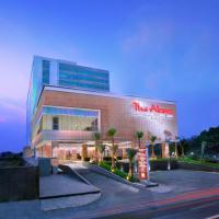 The Alana Hotel & Convention Center Solo by ASTON, hotel di Solo
