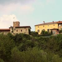 Castello Di Strambinello, hotel in Strambinello