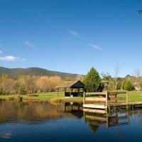 Sanctuary Park Cottages, hotel em Healesville