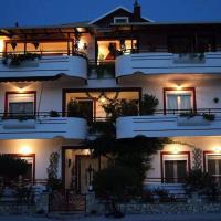 Elenas Apartments, hotel in Plataria