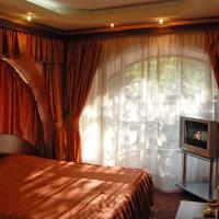 Praha Hotel, hotel din Erevan