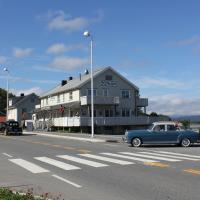 Ulvsvåg Gjestgiveri og Fjordcamping AS, hotel in Ulvsvåg