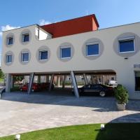Penzion Royal, hotel in Trenčín