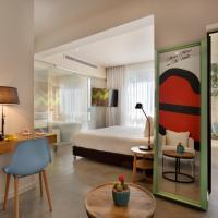 מלון קוקו, מלון בתל אביב