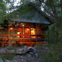 Girraween Environmental Lodge, hotel em Wyberba