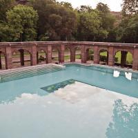 WelcomHeritage Bal Samand Lake Palace, hotel in Mahāmandir
