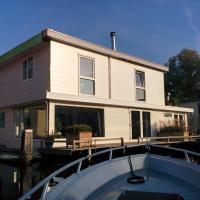 Minties houseboat