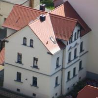 Pension Schwalbe, отель в городе Цвенкау