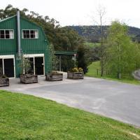 The Barn @ Charlottes Hill, hotel em Healesville