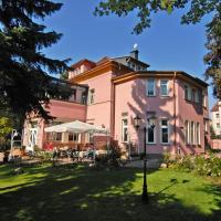 Parkhotel Güldene Berge, отель в Вайсенфельсе