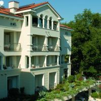 Hotel Villa Vera, отель в Ловране