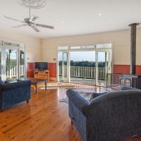Hopkins River Homestead - Fireplace, Linen, WiFi, 4 bdrm, Hotel in Allansford