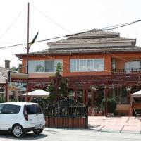 Pension Azaro, hotel in Olteniţa