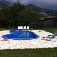 Complex Rural Can Caubet, hotel in Berga