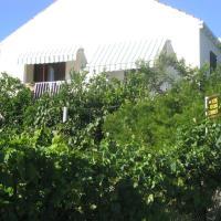 Guest House Kola, hotel in Slano