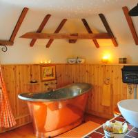 Manor House Stables, hotel in Martin
