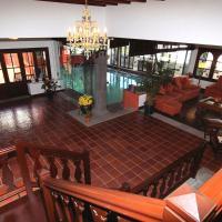 Luxe Villa Haria Private Indoor Pool, hotel en Haría