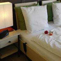Hotel Golden Dragon, hotel in Dessel