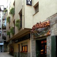 Hostal Les Collades, hotel en Sort