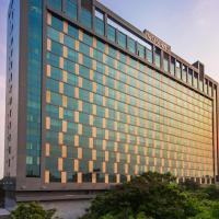 Conrad Pune Koregaon Park by Hilton, hotel in Pune