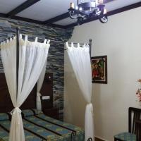 Hostal Restaurante El Lirio, hotel in Bollullos par del Condado