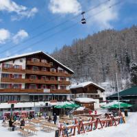 Hotel THE LARIX ski-in ski-out, hotel in Saas-Fee