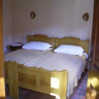 Apartments Iža Na Trem, hotel in Čigoč
